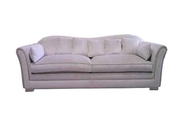 Sofá de diseño con tachuelas decorativas