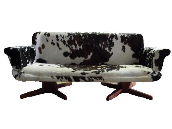 Diseño Jesús -Sofá francés años 70 tapizado en piel de toro normando