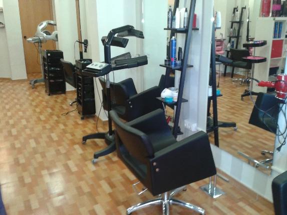 Restauración mobiliario de Peluquería