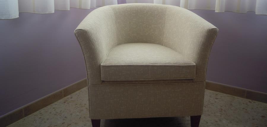 Butaca LOLA, diseñada por el  propio cliente de medidas especiales, tapizada con tejido suave y acogedor.